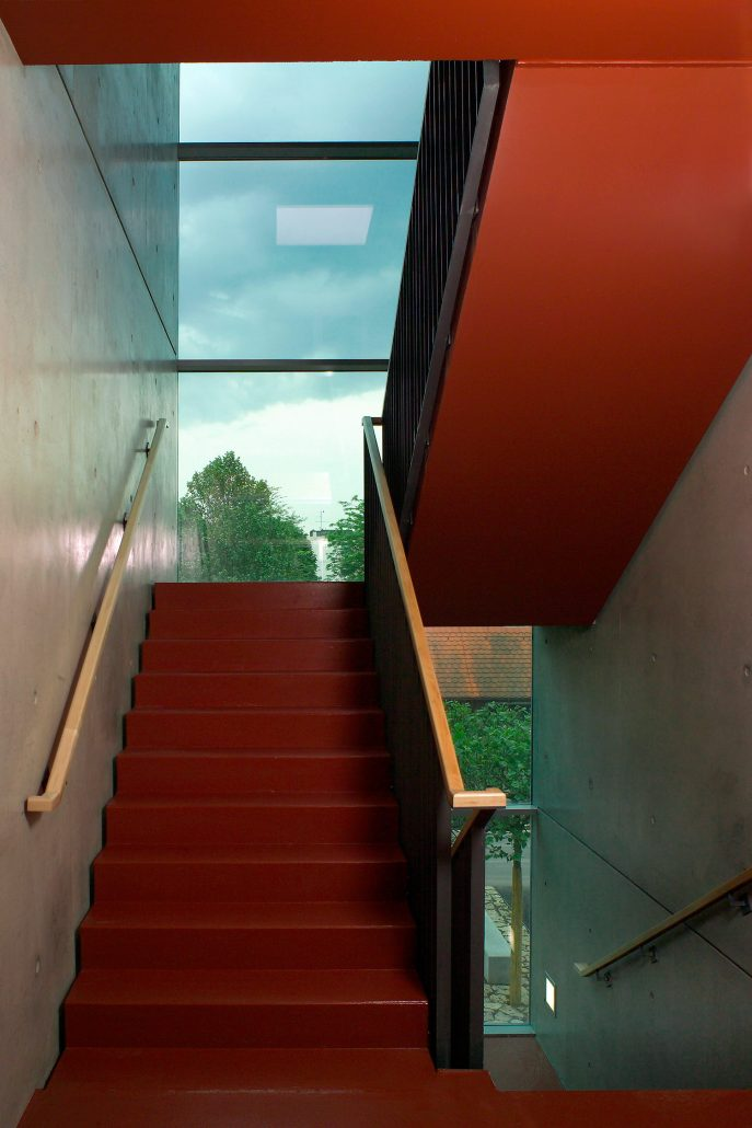 G6H41393 roteTreppe